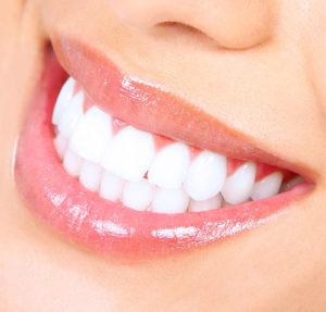 sorriso donna denti curati